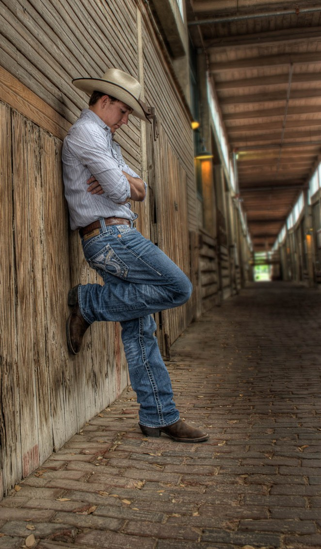 senior portrait session in fort worth stockyards